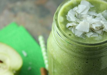 Natural Colon Cleansing Recipe 9: Coconut and Spinach Smoothie