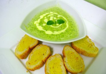 Natural Liver Cleansing Recipe 3: Green Detox Soup