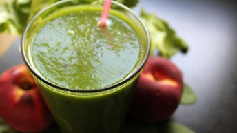 Natural Liver Cleansing Recipe 10: Apple, Spinach and Lettuce Juice