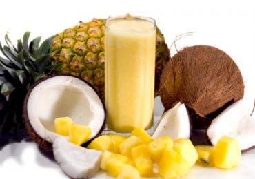 Natural Liver Cleansing Recipe 7: Pineapple and Coconut Smoothie